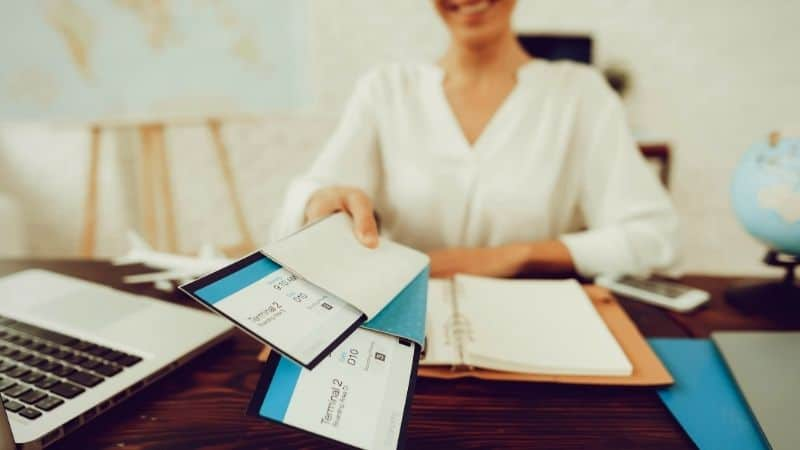 Can travel agents save you money? | Be The Budget