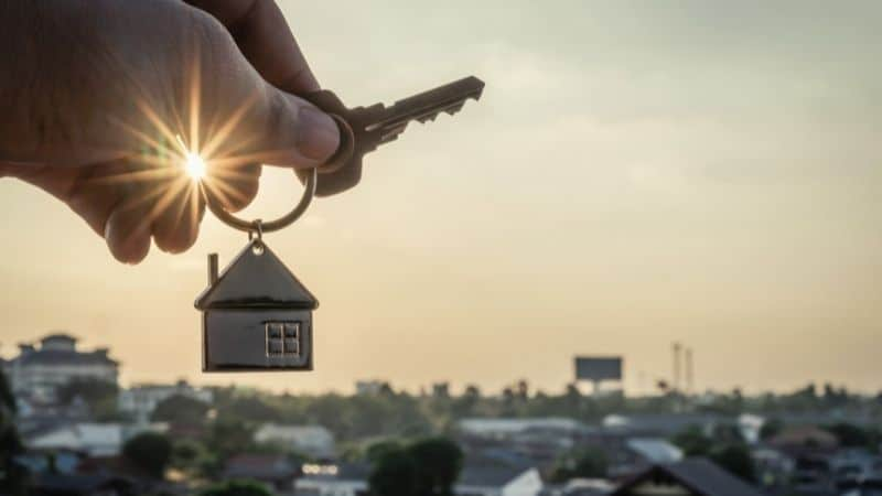 How to save money when buying a house   Be The Budget